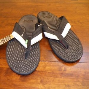 Men's SANUK PULSE Black White Sandals NWT New